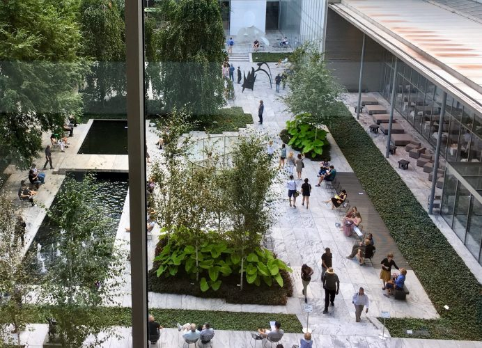 green-company-people-in-the-outdoor-garden-ST6Q236-min